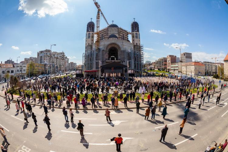 Respect! Ordine la Cluj, la înscăunarea Episcopului Claudiu Lucian Pop - FOTO