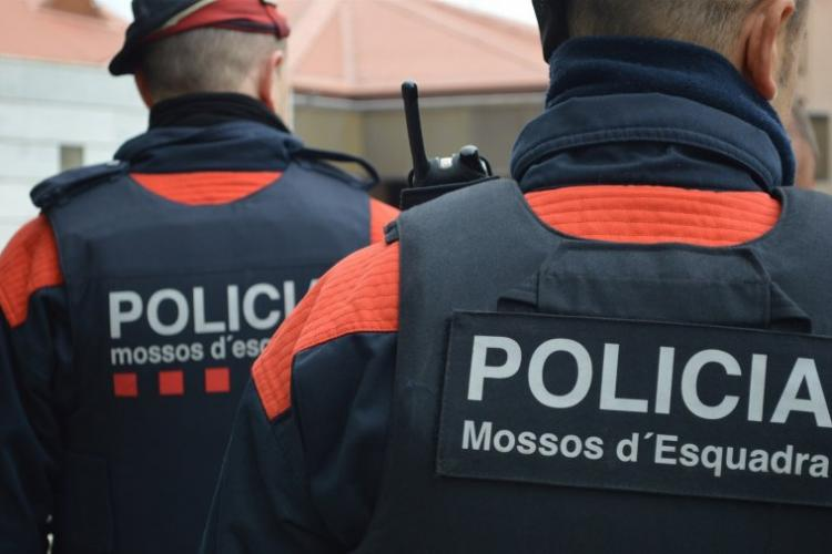 Român, arestat pentru că a pornit o drujba într-un bar din Spania, după ce i s-a spus să își pună mască