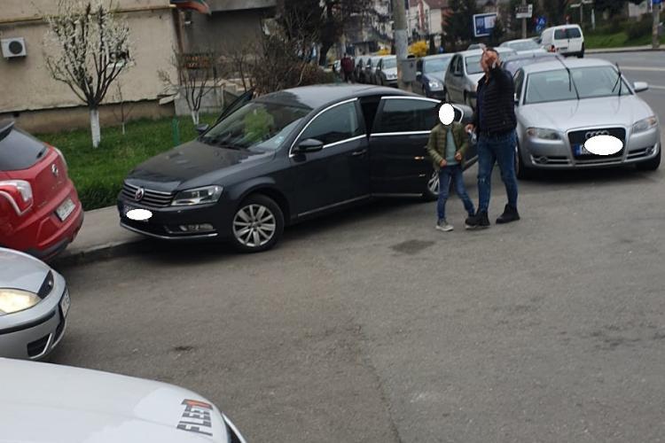 Comportament suburban în Mănăștur! O mămică i-a atras atenția șoferului că a blocat rampa pentru cărucioare - FOTO