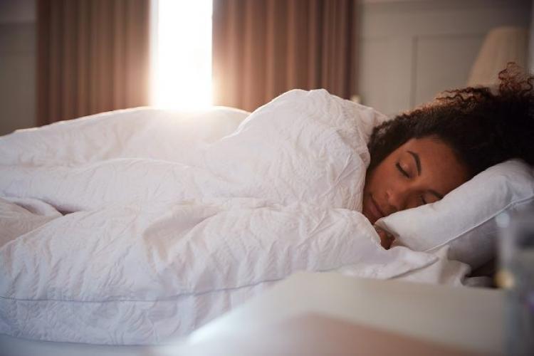 Pandemia a îmbunătățit somnul oamenilor - Studiu