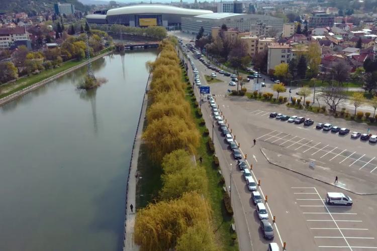 Totul va fi bine! Imagini aeriene cu coada de la vaccinarea din mașină din Cluj - VIDEO și FOTO