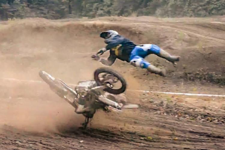 Cluj: Un motociclist a căzut într-o râpă circa 300 de metri, lângă Centura Vâlcele-Apahida