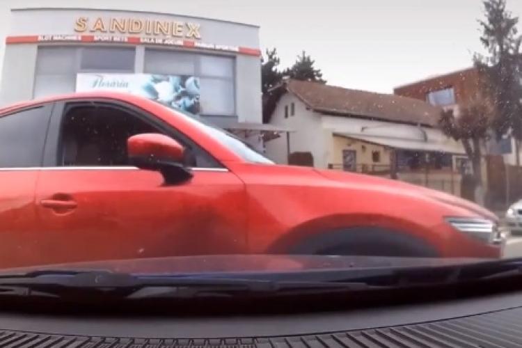 Tamponare la intersecția Albac cu Albini, Gheorgheni! Șoferii nu știu regulile de circulație - VIDEO