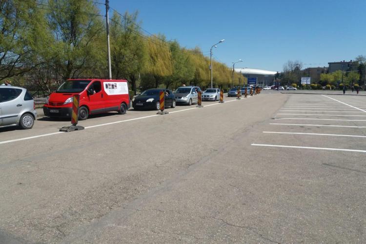 Clujenii VOR să se vaccineze! Coada de la centrul de vaccinare drive-thru din Cluj-Napoca e imensă - FOTO
