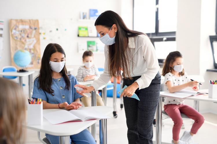 Elevii își vor putea evalua profesorii la finalul fiecărui semestru. Evaluarea ar putea să intre în vigoare din acest an