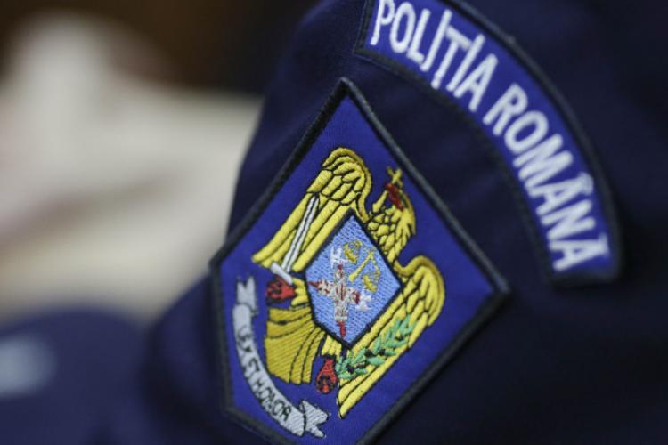 Un polițist a fost prins la pensat când trebuia să patruleze. Nu a putut interveni la o urgență pentru că era la salon