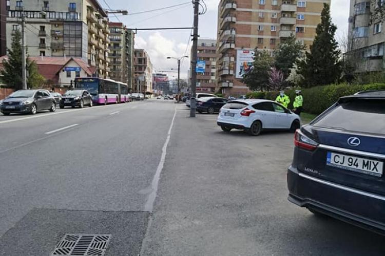 S-au ridicat toate mașinile de pe Teodor Mihali, din stația de autobuz - FOTO