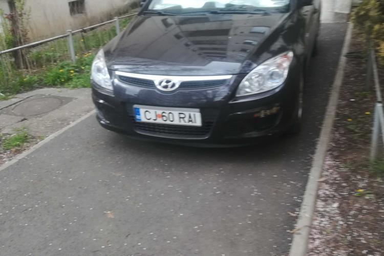 """Parcare ruptă din """"RAI"""" pe strada Dorobanților, din Cluj-Napoca -  FOTO"""