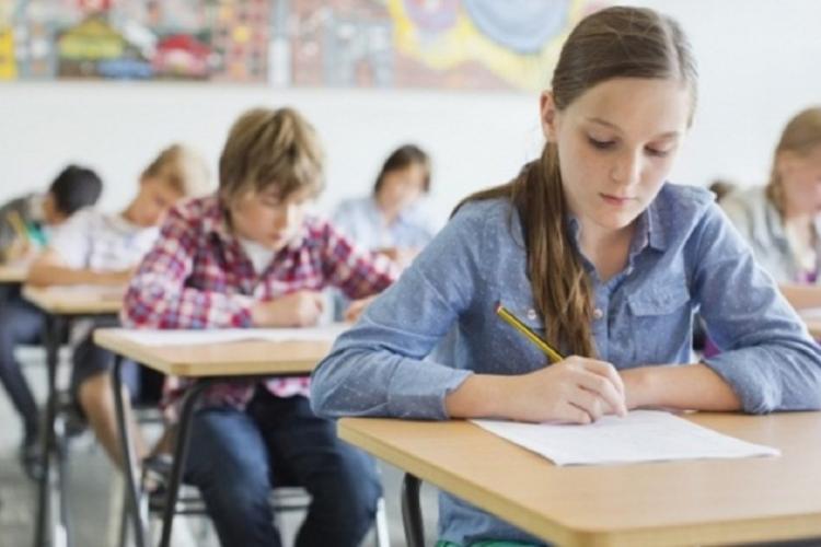 """Din toamnă, chestionarul de feedback al elevilor """"cu privire la procesul de predare-învățare-evaluare"""" va fi generalizat în toate școlile"""