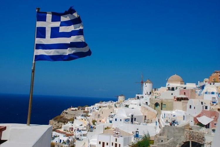 Grecia a renunțat la carantina obligatorie pentru turiști. Ce condiții trebuie să respecte românii care pleacă în vacanță