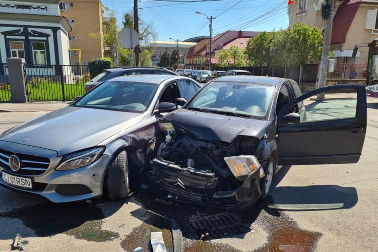 Accident în Grigorescu, la intersecția Ion Ghica și Octavian Goga - FOTO