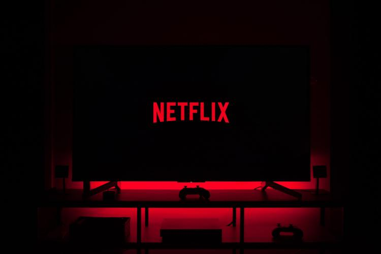 Filme Netflix mai 2021. Ce noi seriale și producții apar. Surpriza de pe listă