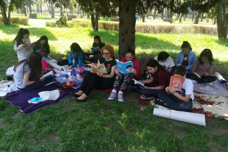 """Ore în natură. Propunere de la Cluj. Elevii și părinții sunt de acord cu proiectul """"Școala în natură"""" - Sondaj"""