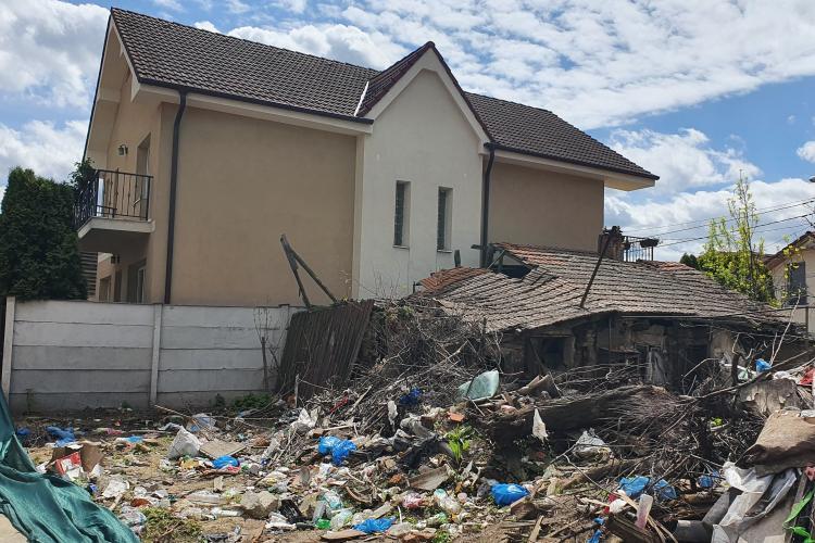 Groapă de gunoi în centrul Clujului! Zona a devenit un fel de Pata Rât - FOTO  / La clădirea Yukon, poliția locală nu încăpea de o jardinieră inestetică