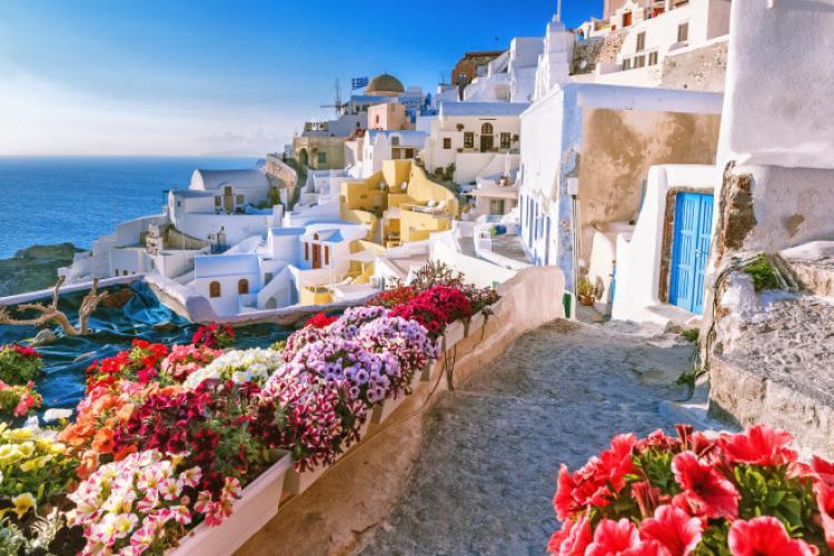 Veste bună pentru turişti. Se redeschid muzeele şi plajele private din Grecia
