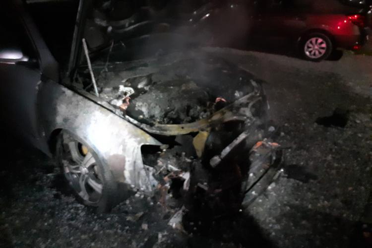 Incendiu auto în Florești. O mașină a ars pe Tineretului - FOTO