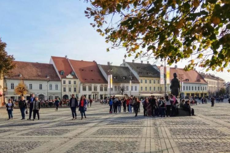 Municipiul Sibiu va avea un centru de vaccinare drive-through în parcarea din centrul istoric