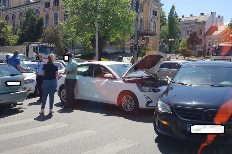 Cluj: Accident în Piața Avram Iancu - FOTO