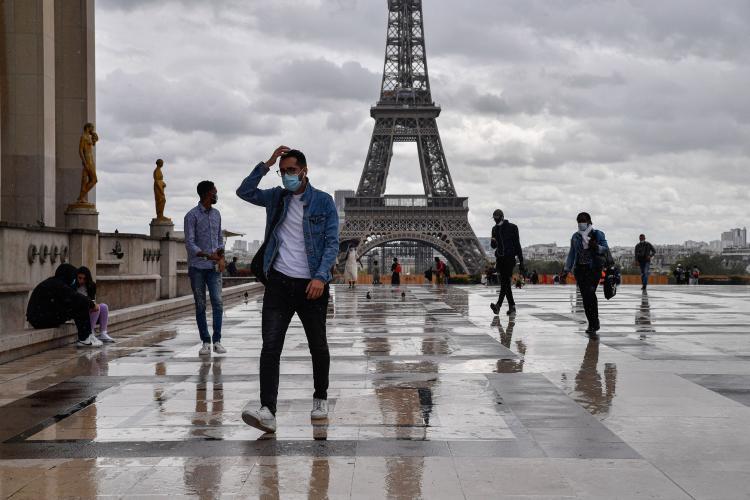Franța respinge certificatul de vaccinare anti-COVID