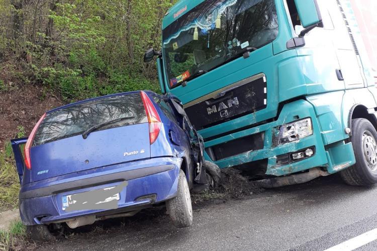 Accident MORTAL la Dumbrava, pe drumul Cluj - Oradea. A intrat sub un TIR - VIDEO