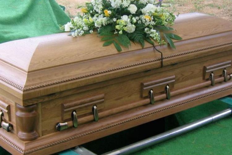 Cluj: Scandal la înmormântare! Patru bărbați au fost reținuți după ce s-au luat la bătaie
