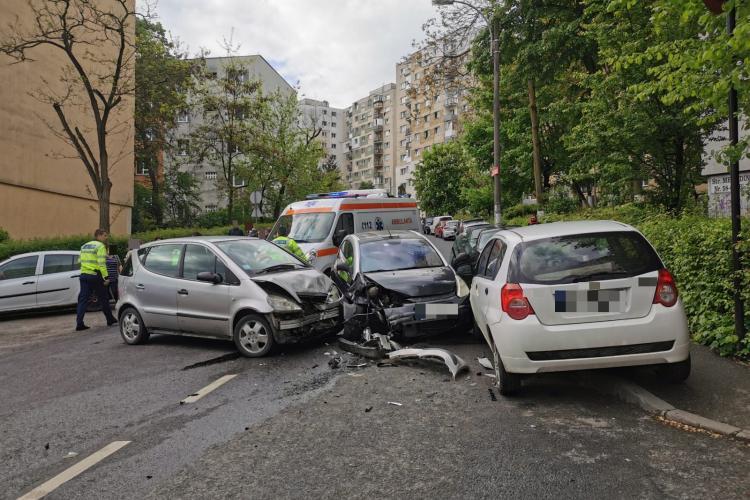 Accident pe strada Mehedinți, în Mănăștur! Două șoferițe s-au tamponat - FOTO