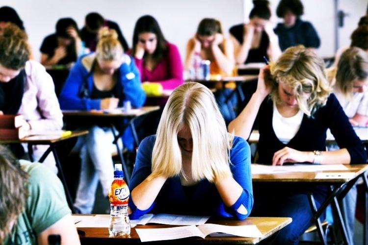 Psihologul Daniel David explică de ce elevii preferă școala online