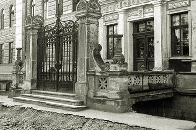 Porțile și podețele fantastice de pe Canalul Morii / strada George Barițiu. O poartă a fost proiectată de marele Lajos Pákey - FOTO