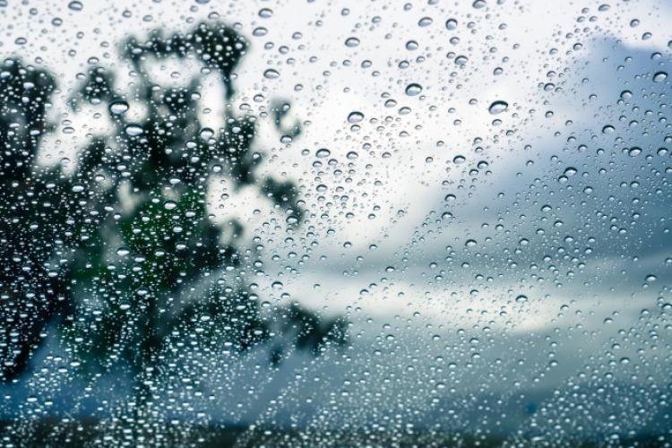 METEO. Prognoza meteo pentru intervalul 12 – 14 mai. Cod galben de ploi și grindină