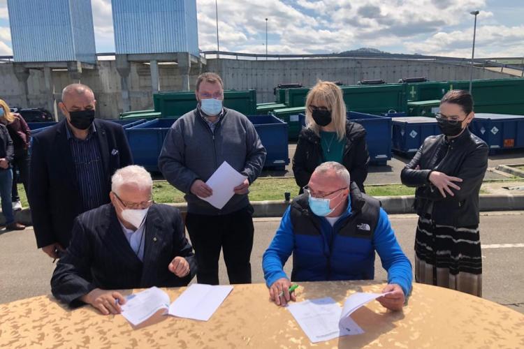 Au fost predate stațiile de transfer al deșeurilor din Gherla și Mihai Viteazu, către noul operator de salubritate. Greul de acum urmează - FOTO
