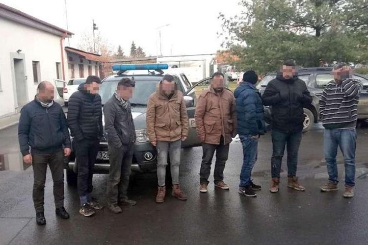 """Migrant bătut şi umilit de poliţiştii români: """"Dacă vă mai văd, vă omor, sap o groapă și vă îngrop acolo"""