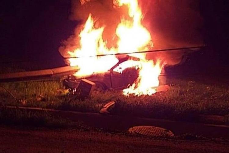 Moarte dramatică lângă Cluj! Un bărbat a murit carbonizat în mașină - FOTO