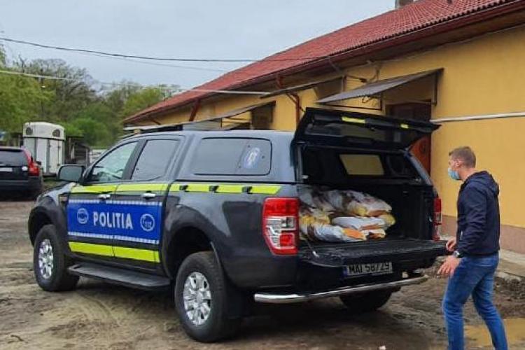 """""""Iepuraș"""" cu cadouri pentru cățeii abandonați de la Poliția Animalelor - FOTO"""