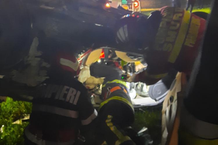 Accident cu trei morți la Pasul Tihuța. Doi dintre decedați sunt din Cluj. Mașina s-a făcut bucăți - FOTO
