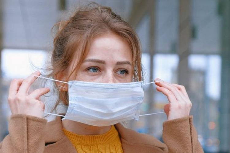 Când ar putea să nu mai fie obligatorie masca în spațiile deschise. Precizări importante de la ministrul Sănătății