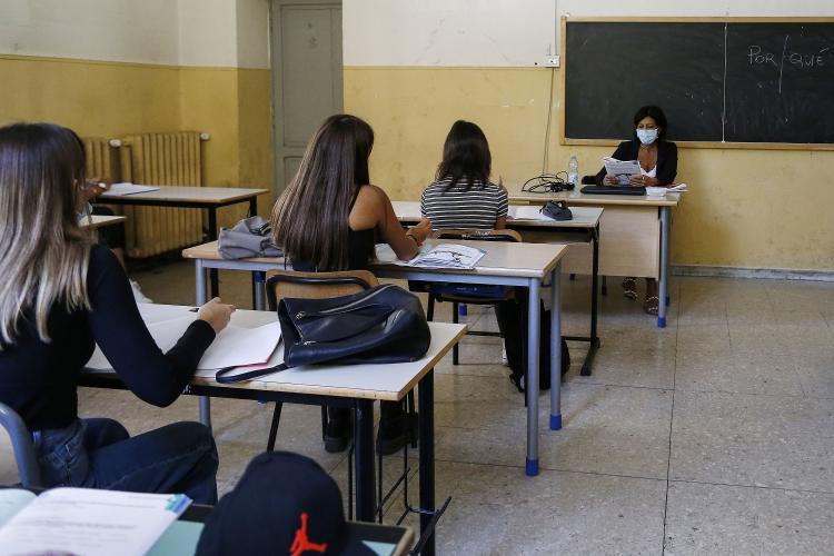 Cluj: Aproape 400 de școli din județ continuă orele ONLINE si doar 50 cu prezență fizică