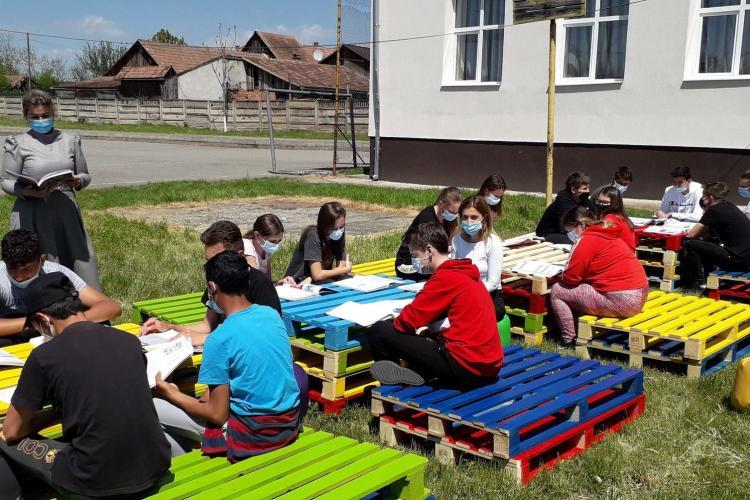 Se POATE! Elevii unei școli din județul Cluj fac ore în aer liber - FOTO