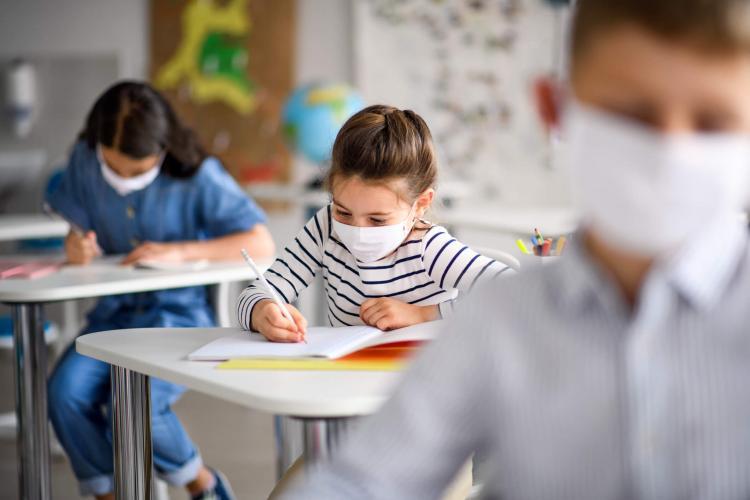 Copiii revin la școală, acolo unde incidența este sub 1 caz la mia de locuitori. Vezi LISTA cu incidența pe fiecare localitate
