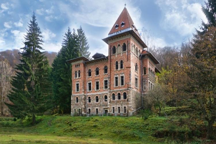 Veste bună pentru Munții Apuseni! Hilton a cumpărat celebrul Castel din Apuseni, de la Zlatna