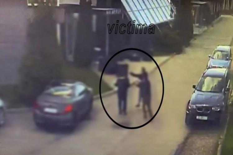 """Soția înșelată i-a """"răpit"""" soțului amanta din fața unui hotel, iar apoi a bătut-o – FOTO"""