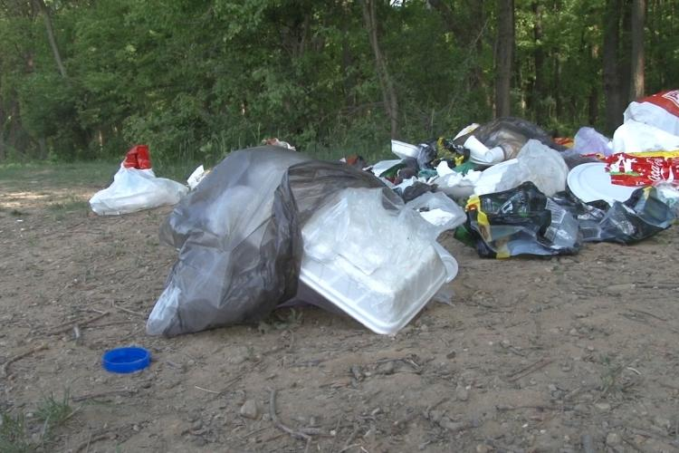Ce amenzi sunt pentru gunoaie aruncate și grătare în locuri neamenajate?