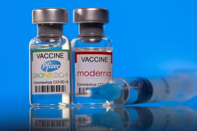 Pfizer a anunțat că a treia doză de vaccin va fi făcută între 8 si 12 luni de la rapel