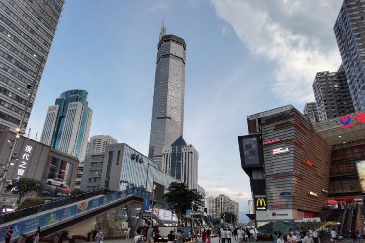 Un zgârie-nori a început să se clatine din senin. Panică pe străzi într-o mare metropolă - VIDEO