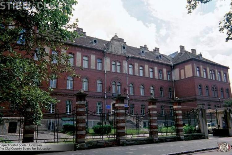 """Inspectoratul Scolar Cluj verifica sporurile """"nesimtite""""! Contabilii si secretarele sunt tinuti la coada pentru vizarea statelor de plata"""