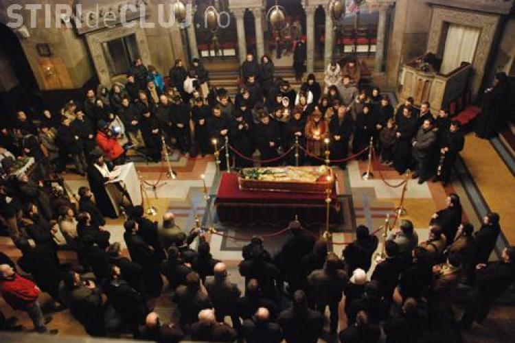400 de credinciosi asista la slujba de inmormantare a mitropolitului Bartolomeu