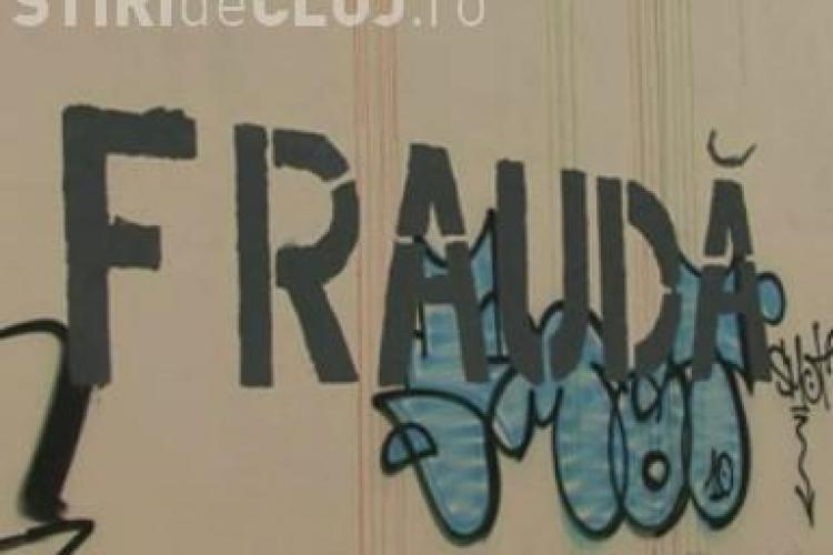 """Cuvantul """"FRAUDA"""" a fost scris pe sediile Universitatii de Arta si Design (UAD) Cluj! - VIDEO si Galerie FOTO"""
