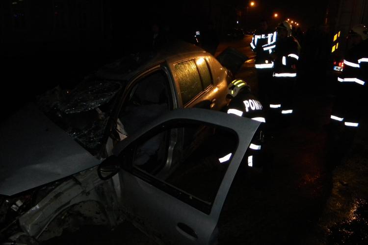 Accident in Dej, pe strada 1 Mai! Un autoturism a intrat intr-un microbuz si 6 oameni au fost raniti! VIDEO