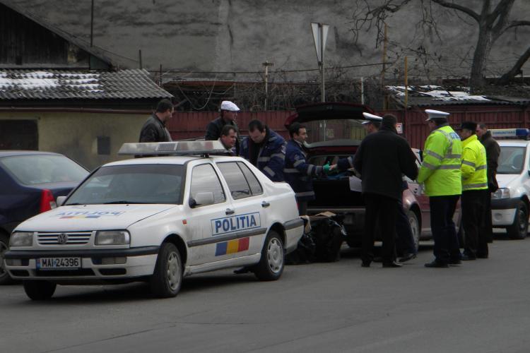 Traficanti de tigari prinsi in flagrant in fata la Universitatea Dimitrie Cantemir din Cluj - VIDEO si FOTO