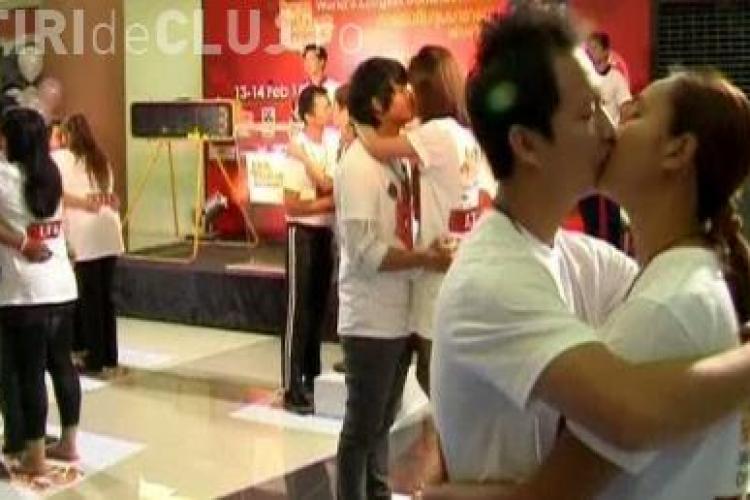 Maratonul sarutului in Thailanda! Paisprezece cupluri vor sa doboare recordul mondial - VIDEO