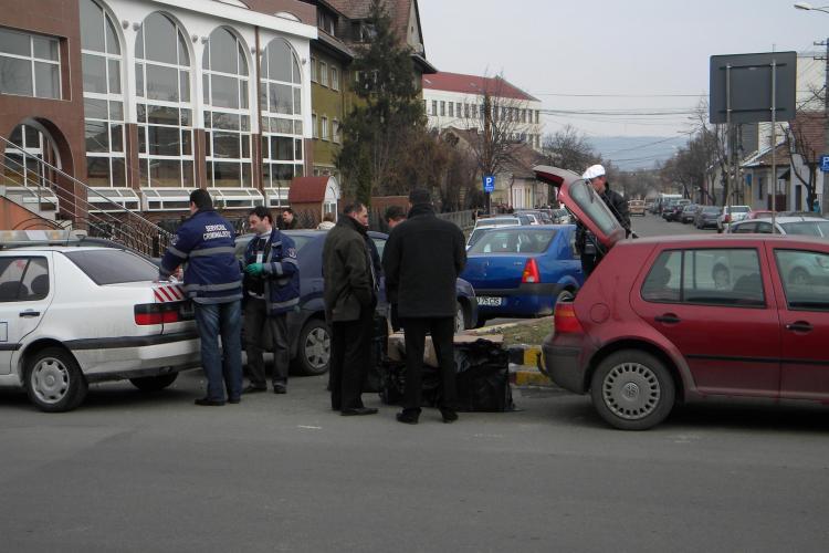 Tigarile confiscate de politisti in fata Universitatii Dimitrie Cantemir din Cluj proveneau din Republica Moldova - VIDEO